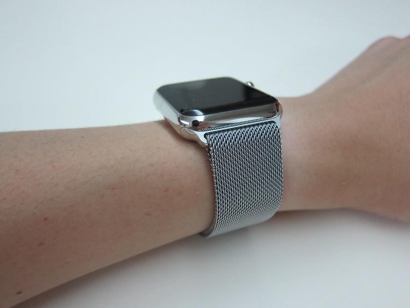 Apple Watch 42mm Milanese Loop - Wearing