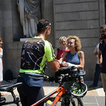 L'Ajuntament de Barcelona rep al ciclista bosnià Jasmin Grebic que ha fet Sarajevo-Barcelona