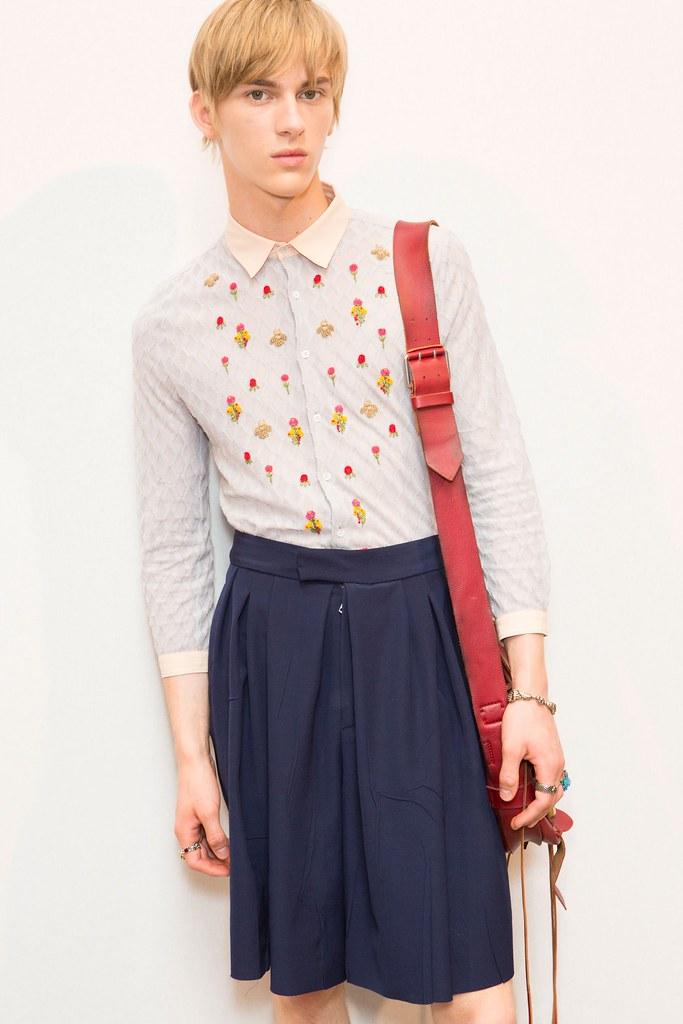 Dominik Sadoch3337_SS16 Milan Gucci(fashionising.com)