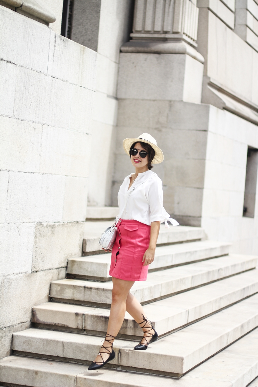 Summer look with buttoned skirt in coral colour. Myblueberrynightsblog