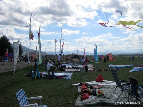 osow2012 2012 aquiloni aquilonistiitaliani bandiere cerfvolant foligno foto italia italiankites italy kites nuvole oneskyoneworld umbria
