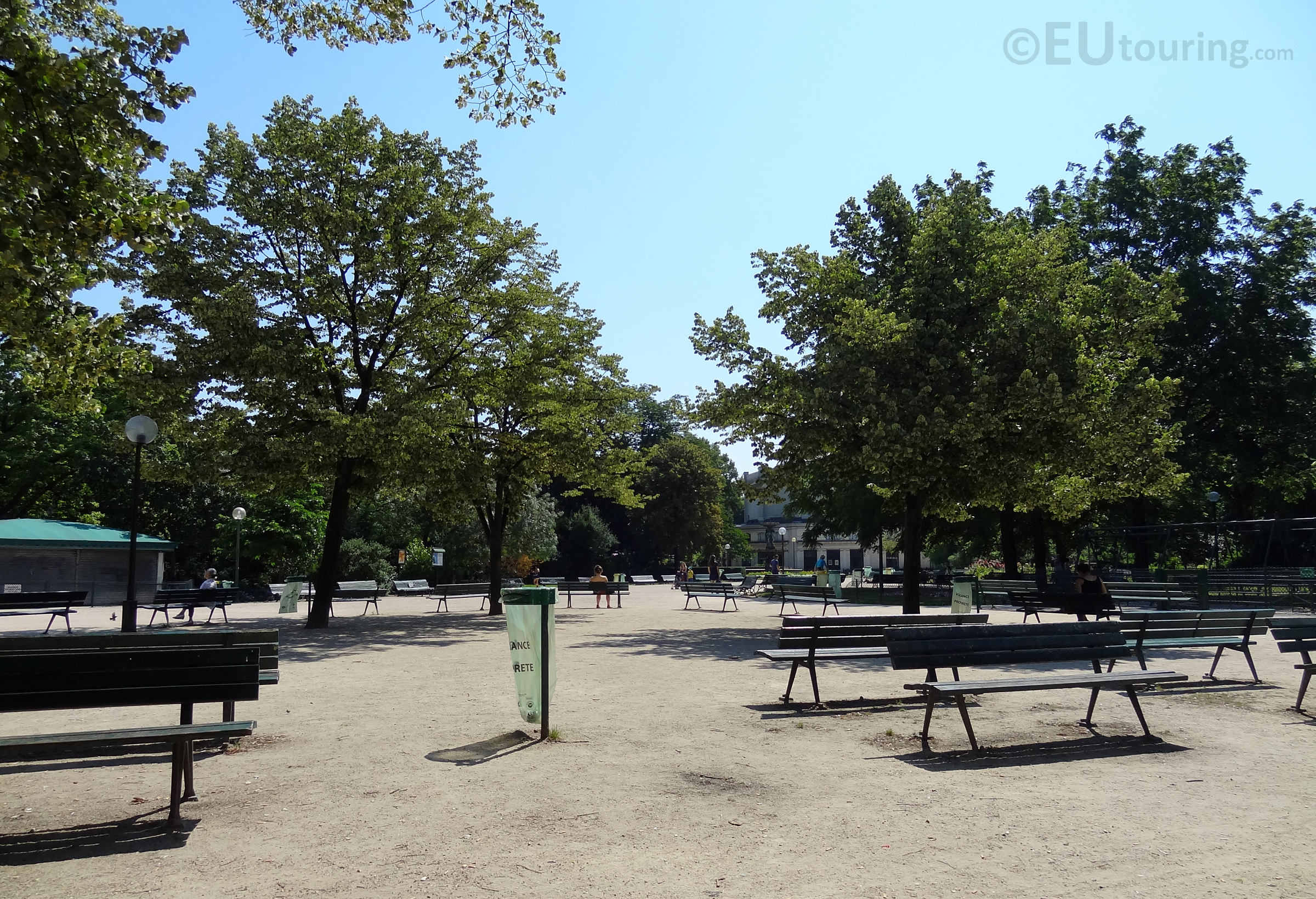 Seats within Jardins des Champs Elysees