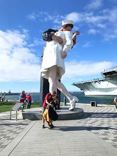 Unconditional Surrender Statue görüntü. photostream statue sculpture art mememe marlena copy mimic top2016final