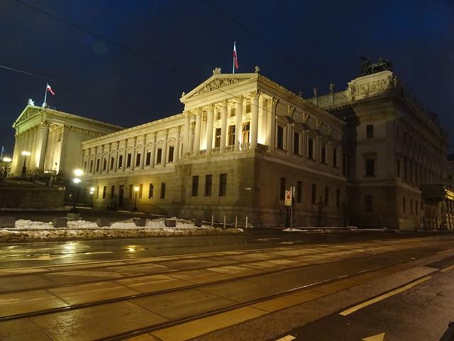 Wien, 1. Bezirk (the art of very historic buildings in the core of downtown Vienna), Il Parlamento Austriaco, le Parlement Autrichien, el Parlamento Austríaco, the Austrian Parliament (Dr.-Karl-Renner-Ring/Rathausplatz)