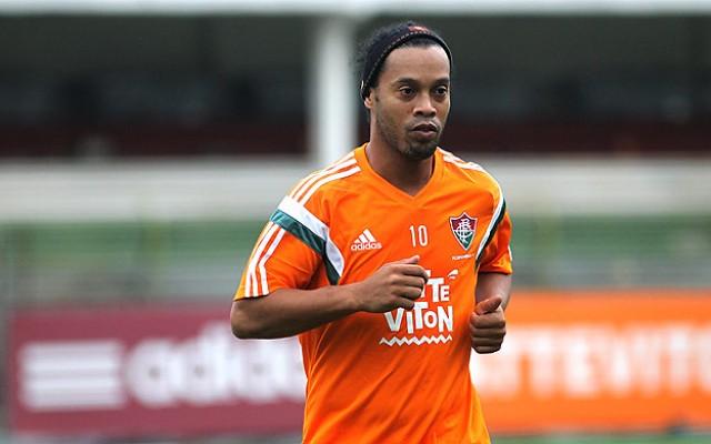 Ronaldinho rejeita pol�mica da foto e confunde Fluminense com... Flamengo