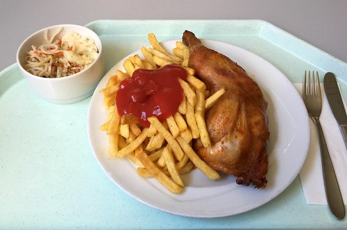 1/2 grilled chicken with french fries / 1/2 Grillhendl mit Pommes Frites