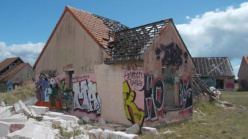 houses abandoned grafitti normandie pirou pirouplage