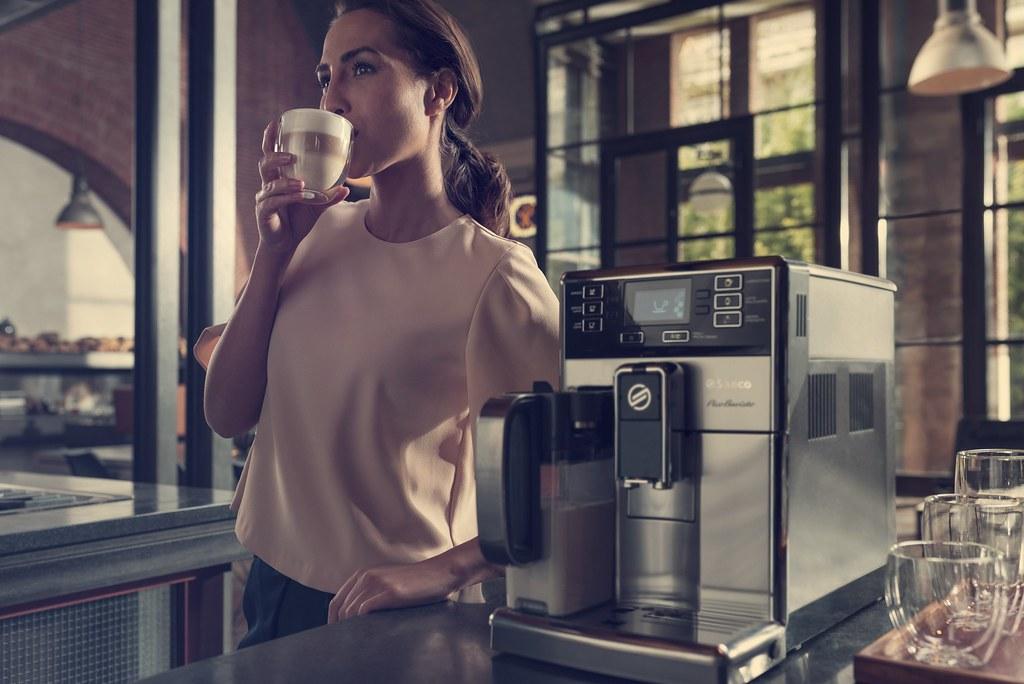 圖說四:Saeco Pico Baristo (HD8927)搭載觸控式背光顯示以及直覺式引導設計,操作更輕鬆簡單,智慧打造客製奢華咖啡生活!