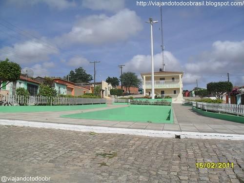 Poço das Trincheiras - Praça na Rua Santa Marta