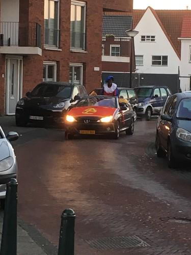 Sint  aankomst met auto