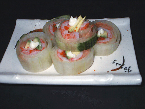 Tsukiji salad roll crab avocado flying fish egg for Flying fish egg