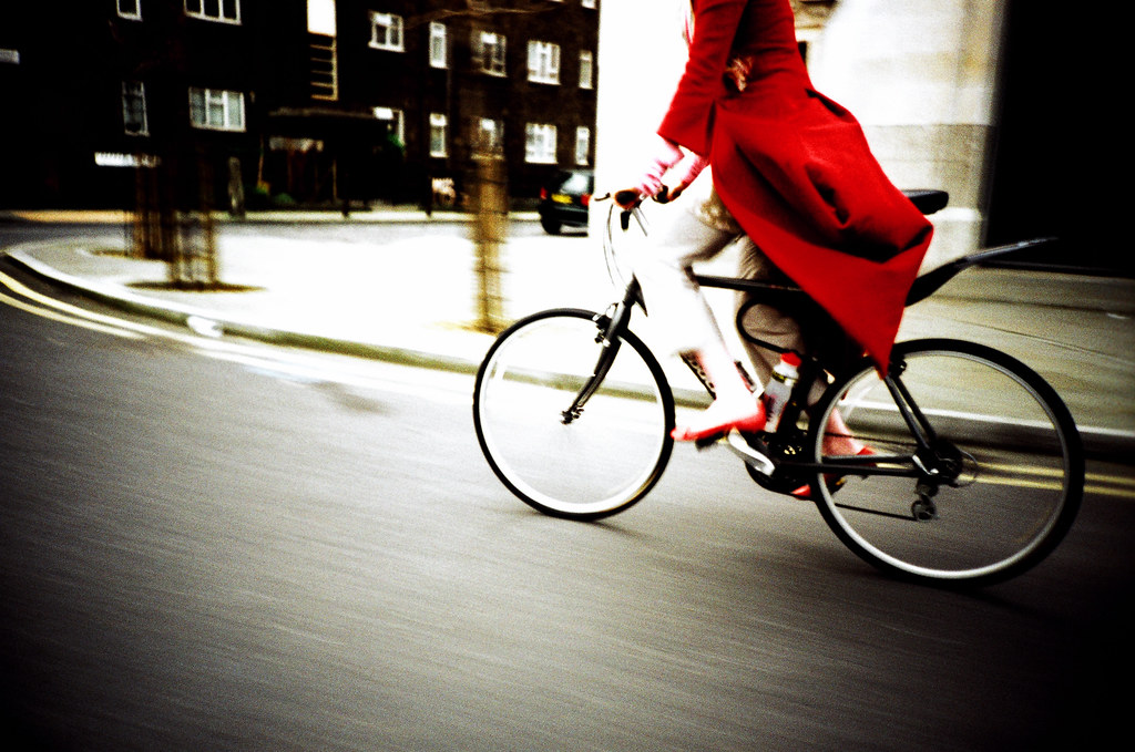 Imogen Heap Cycling though London