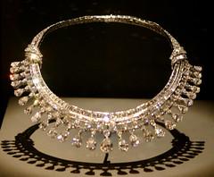bangle(0.0), headpiece(0.0), chain(0.0), circle(0.0), bracelet(0.0), jewellery(1.0), necklace(1.0),