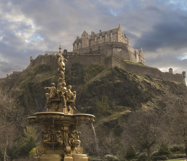 Amazing Places To See Scotland: Ross Fountain & Edinburgh Castle