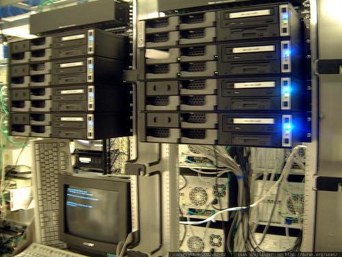 search.com server farm   dscf0943