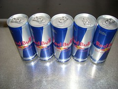 soft drink(0.0), aluminum can(1.0), tin can(1.0), drink(1.0), energy drink(1.0), blue(1.0),