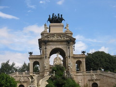 the Cascada, a triumphal arch with waterfall and fountain built for the 1888 Universal exhibition. The baroque construction designed by Josep Fontsère, responsible for the conversion of the citadel site into a park, took six years to complete. The design was loosely based on the Trevi Fountain in Rome. The architect was assisted by Antoni Gaudí, at the time still a student.