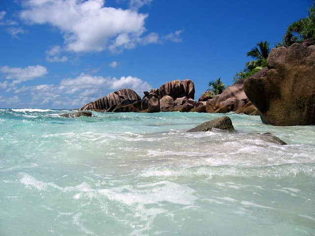 Beach and rock formations in Seychelles - Flickr CC Thomas Gee