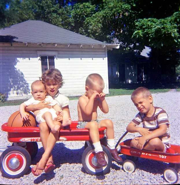 Thomas Kids with Wagon