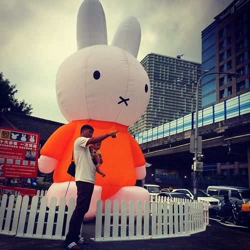 超大Miffy.@華山文化園區 とても大きいミッフィー #台北 #台湾 #Taipei #Taiwan #iPhone5s