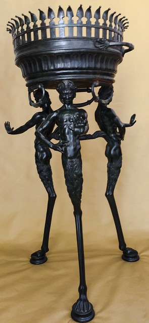 Grand Tour, Tripod-Bronze.16