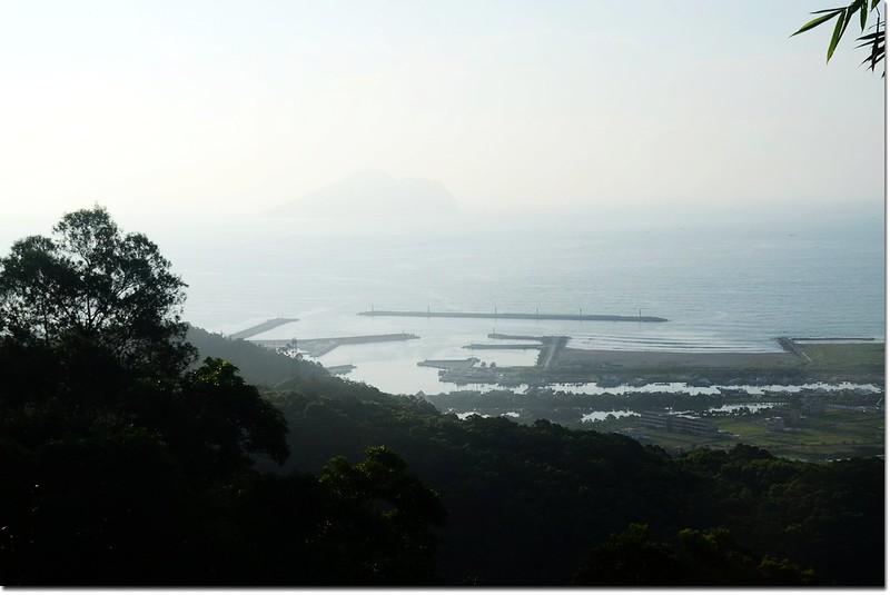 大修宮俯瞰烏石港及遠眺龜山島
