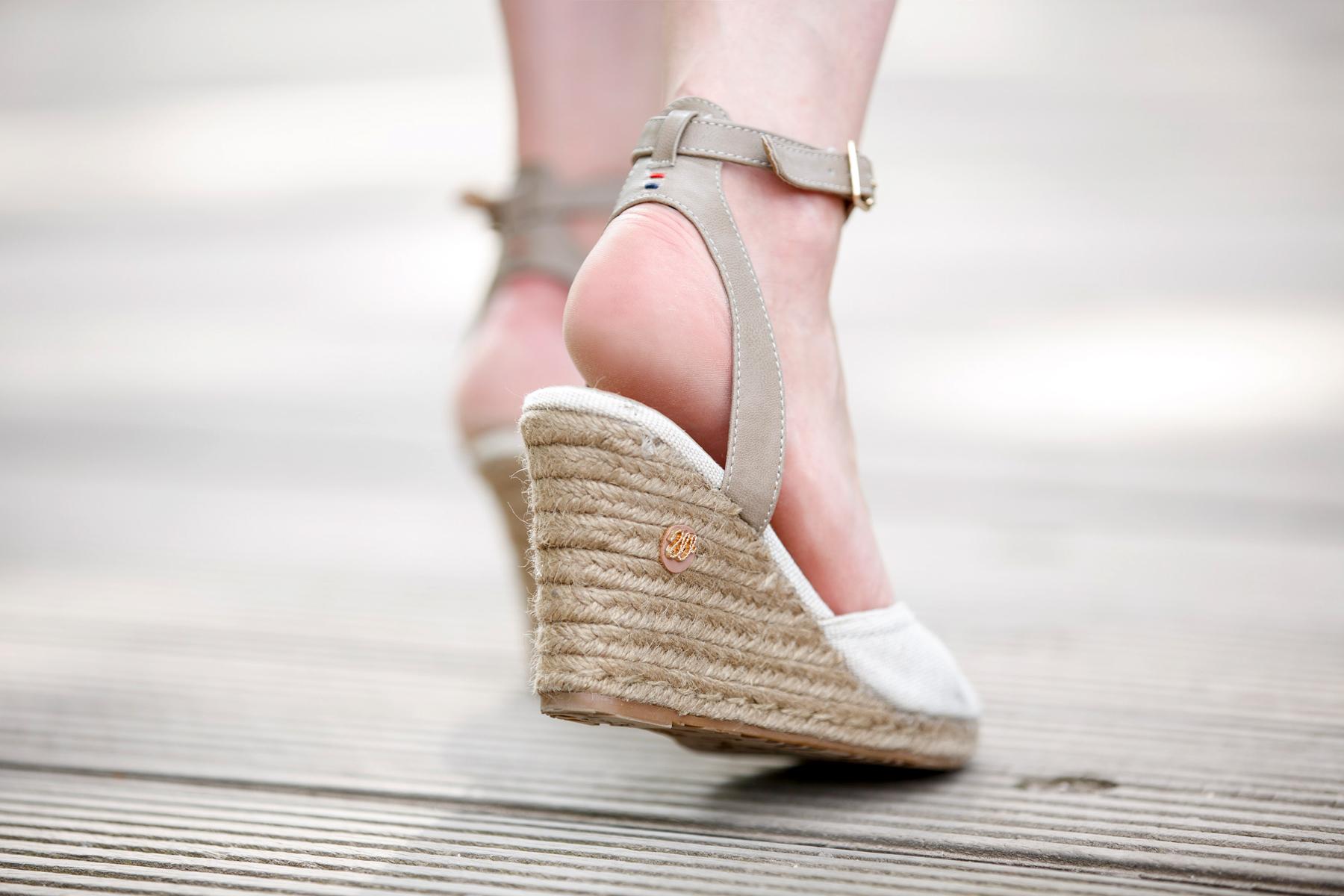 dress-for-less outfit styling white sommerkleid summer look crochet wrangler hilfiger fashion blog germany düsseldorf ricarda schernus cats & dogs 3