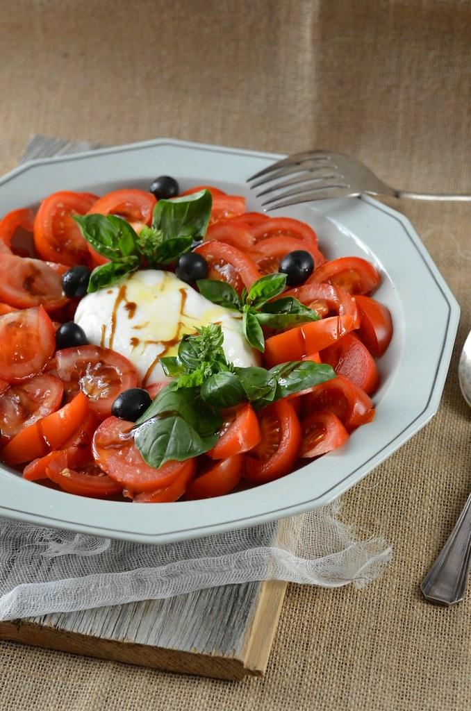 Salade de tomate mozzarella burrata