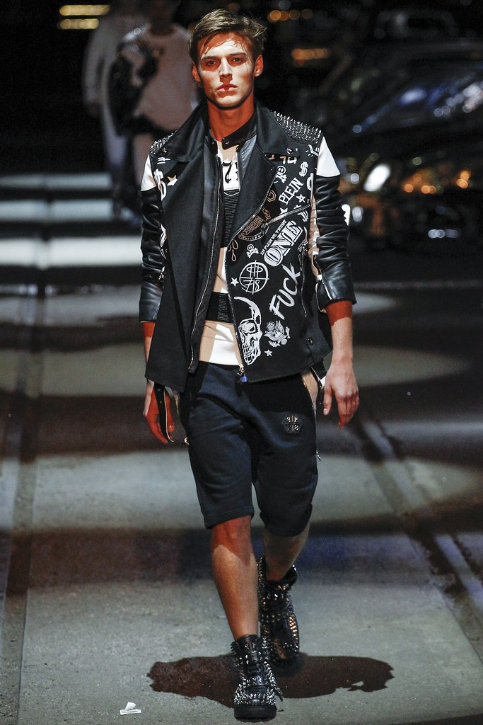 Robbie Wadge3746_SS16 Milan Philipp Plein(VOGUE)