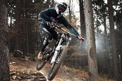 Jezděte celý den s 50% slevou v bikeparku MONÍNEC