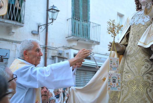 La consegna delle chiavi di Rutigliano alla Madonna del Carmine per affidarsi alla sua protezione
