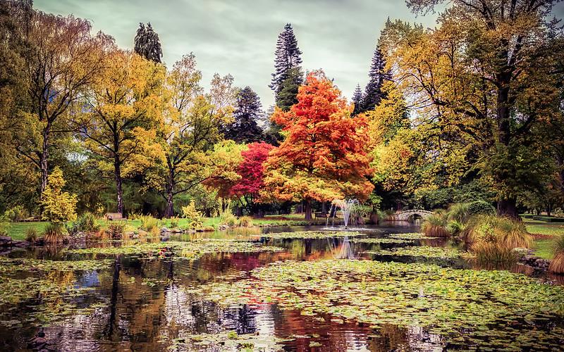 queenstown-gardens-autumn-new-zealand
