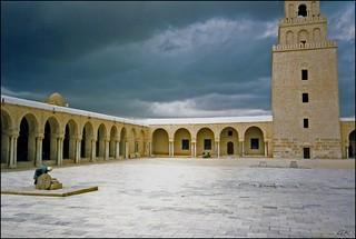 Imageof Grande Mosquee de Sidi Oqba. tunisie cour kairouan mosquée colonnes grandemosquée