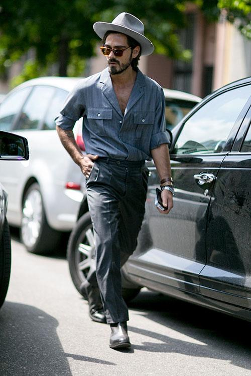 半袖サファリシャツ×テーパードパンツ×サイドゴアブーツ