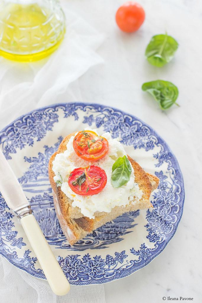 Bruschette con ricotta e pomodorini arrostiti2