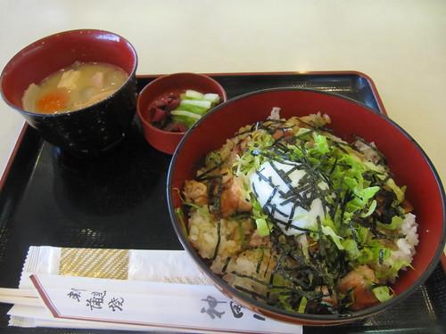 中山競馬場の神田川の朝キジ定食