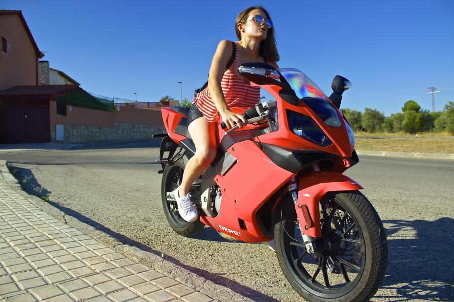 lara-vazquez-madlula-style-fashion-blog-streetstyle-red-cool