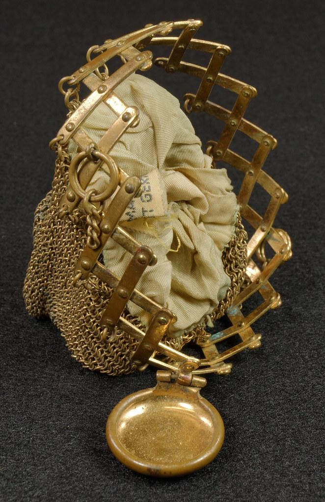 RD9267 Vintage West Germany Brass Expanding Ladies Mesh Link Purse Handbag DSC07894