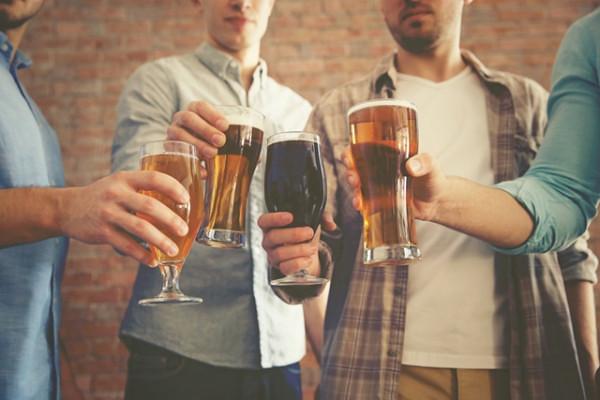 10 motive pentru care ar trebui sa bei o bere