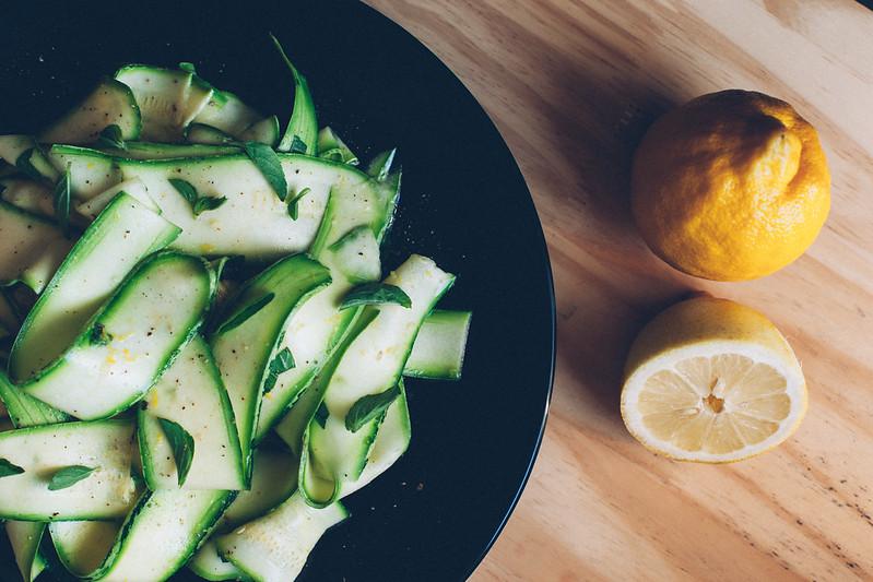 Salada de Abobrinha com Manjericão e Limão Siciliano