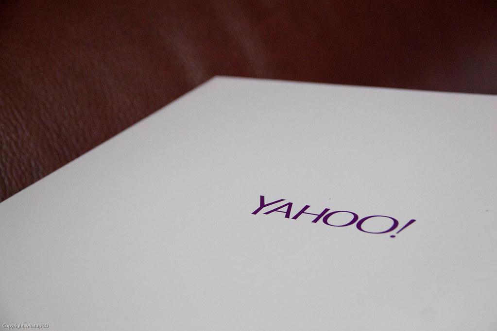 盒子上印有 yahoo 的字樣