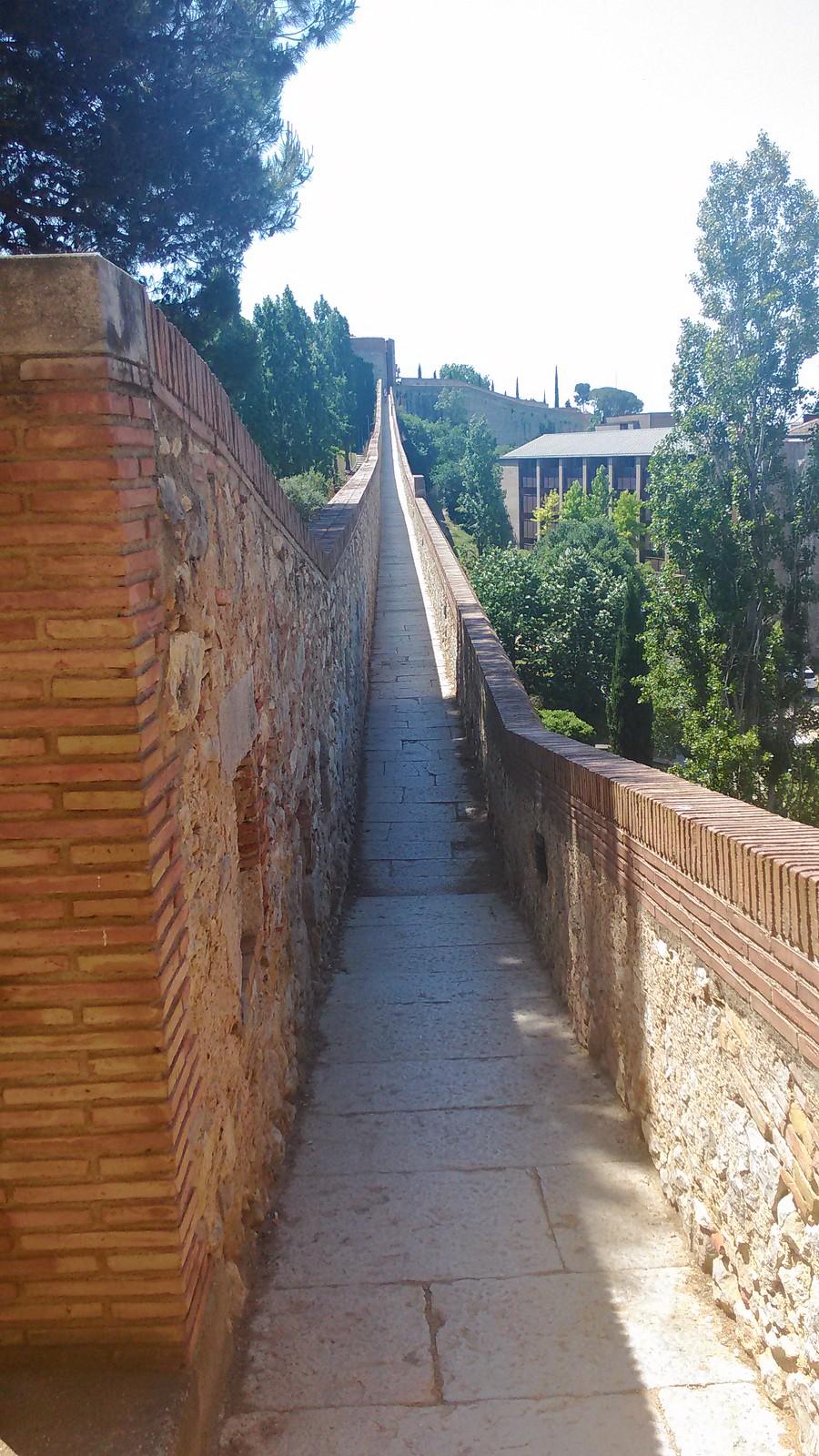 Cinta muraria che delimita Girona