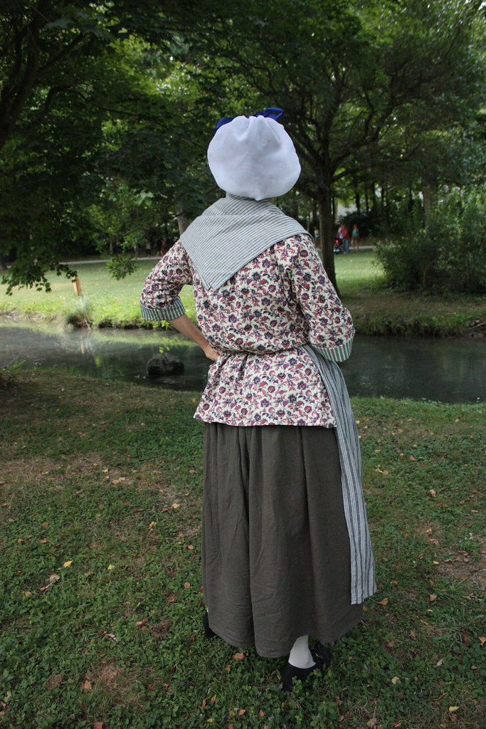 Costume de femme, reconstitution XVIIIème