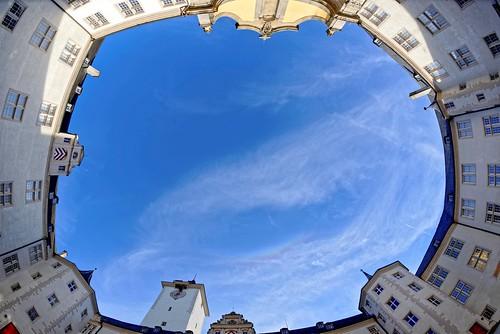 Beeindruckende Silhoutte: der Innenhof des Schlosses.