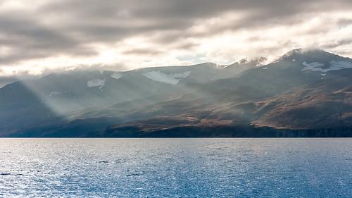 2016 húsavik iceland island viknafjöll whalewatching mountains sea sunrays