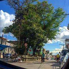 Praça Theo Silva, no centro do Cabo de Santo Agostinho, vista pelo retrovisor. 15h10 deste sábado. #cabodesantoagostinho