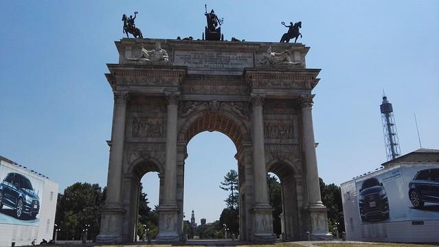 Arco della Pace am frühen Nachmittag