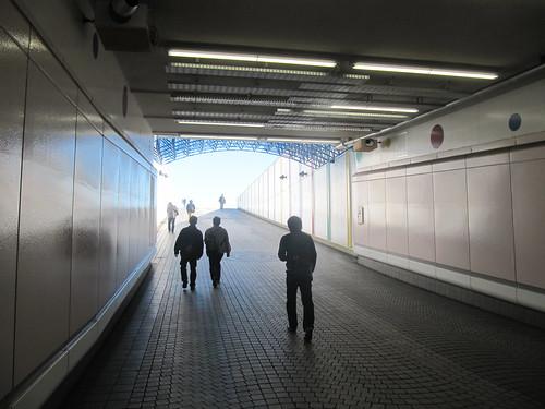 中山競馬場への地下通路出口