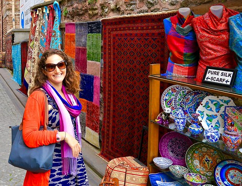 Lina and the colors of Istanbul
