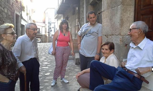 Escuchando hablar mañegu a los ancianos de San Martín de Trevejo (Extremadura)